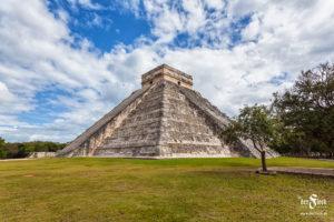 Mexico - Kukulcán pyramid  - Maya Pyriamid El Castillo in Chichen Itza
